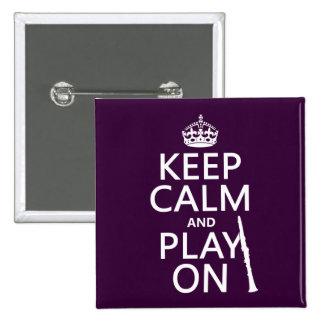Guarde la calma y el juego en (clarinet) pin cuadrado