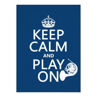 """Guarde la calma y el juego en (cuerno) (cualquier invitación 5.5"""" x 7.5"""""""