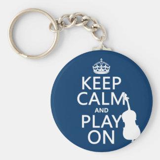 Guarde la calma y el juego en (el bajo doble) llaveros