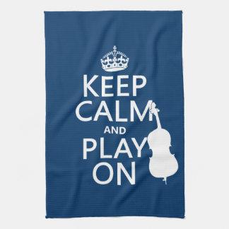 Guarde la calma y el juego en (el bajo doble) toallas de mano