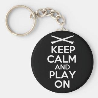 Guarde la calma y el juego en (el Clarinet) Llavero Redondo Tipo Pin