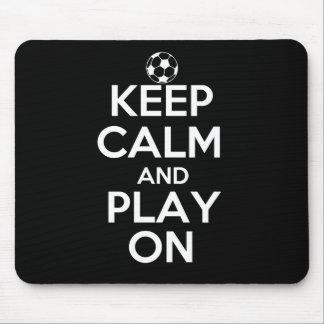 Guarde la calma y el juego en fútbol tapete de raton