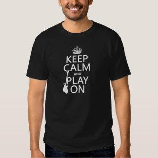Guarde la calma y el juego en (guitarra) poleras