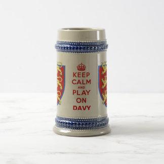 Guarde la calma y el juego en la cerveza Stein Tazas De Café
