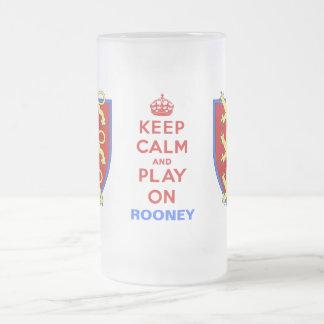 Guarde la calma y el juego en la cerveza Stein Taza Cristal Mate