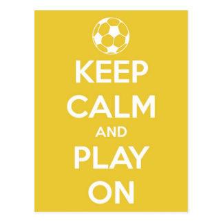 Guarde la calma y el juego en la postal amarilla