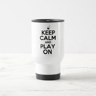 Guarde la calma y el juego en las gaitas tazas de café