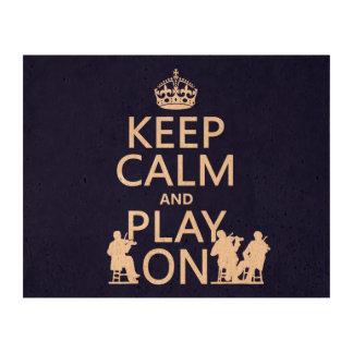 Guarde la calma y el juego en (los instrumentos papel de corcho para fotos