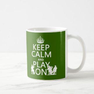 Guarde la calma y el juego en (los instrumentos taza