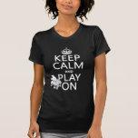 Guarde la calma y el juego en (piano) (cualquier c camiseta