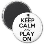 Guarde la calma y el juego en piano imanes para frigoríficos