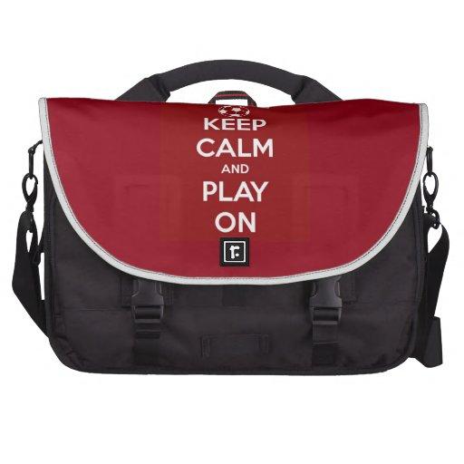 Guarde la calma y el juego en rojo bolsas para portátil