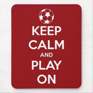 Guarde la calma y el juego en rojo mousepad