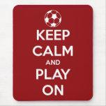 Guarde la calma y el juego en rojo tapete de raton