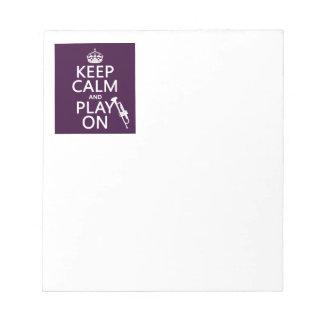Guarde la calma y el juego en trompeta todos lo bloc de papel