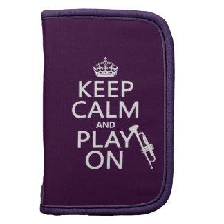 Guarde la calma y el juego en trompeta todos lo organizador