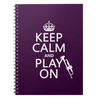 Guarde la calma y el juego en trompeta todos lo libreta