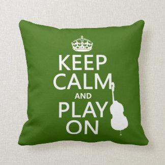 Guarde la calma y el juego en (violoncelo) (cualqu almohadas