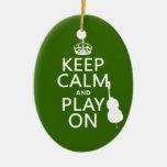 Guarde la calma y el juego en (violoncelo) (cualqu adorno de reyes