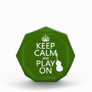 Guarde la calma y el juego en (violoncelo) (cualqu