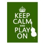 Guarde la calma y el juego en (violoncelo) (cualqu tarjeta postal