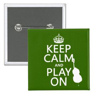 Guarde la calma y el juego en (violoncelo) pin cuadrado