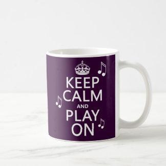 Guarde la calma y el juego encendido - las notas taza clásica