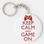 Guarde la calma y el juego encendido llaveros personalizados