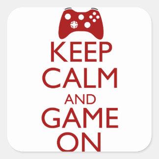 Guarde la calma y el juego encendido pegatina cuadrada