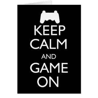 Guarde la calma y el juego encendido tarjeta de felicitación
