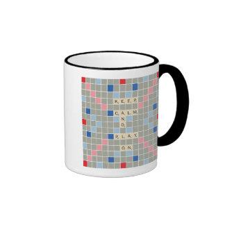 Guarde la calma y el juego encendido taza de dos colores