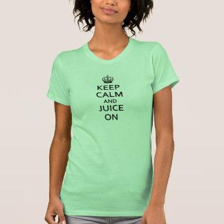 ¡Guarde la calma y el jugo encendido! Mujer de la  Camisetas
