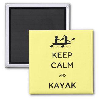 Guarde la calma y el kajak conmigo imán cuadrado