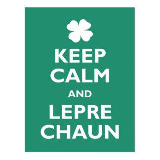 Guarde la calma y el Leprechaun Postal