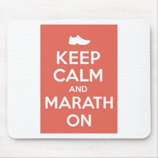 Guarde la calma y el maratón tapetes de raton