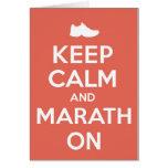 Guarde la calma y el maratón tarjeta