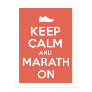 Guarde la calma y el maratón tarjetas postales