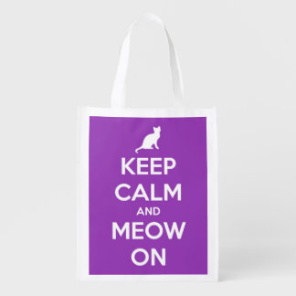 Guarde la calma y el maullido en la púrpura bolsa para la compra