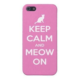 Guarde la calma y el maullido en rosa iPhone 5 carcasas