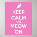 Guarde la calma y el maullido en rosa poster