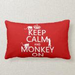 Guarde la calma y el mono encendido - todos los co almohadas