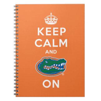 Guarde la calma y el naranja del cocodrilo encendi cuaderno