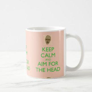 Guarde la calma y el objetivo para la taza princip
