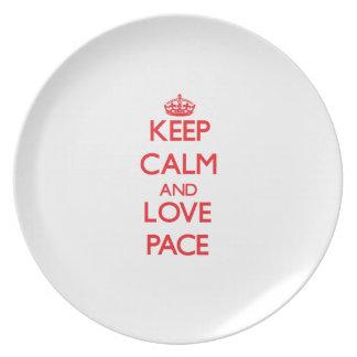 Guarde la calma y el paso del amor platos de comidas