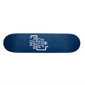 Guarde la calma y el plomo en (fontanero/la fontan patinetas personalizadas