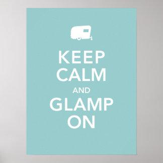 Guarde la calma y el poster de Glamp encendido - r