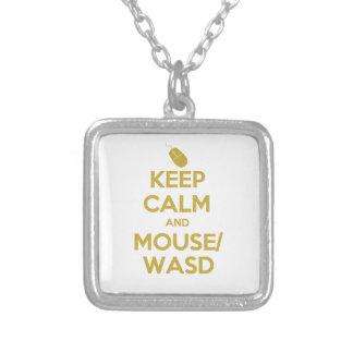 Guarde la calma y el ratón WASD Colgante Cuadrado