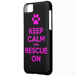 Guarde la calma y el rescate en el rescate animal