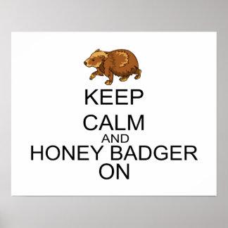Guarde la calma y el tejón de miel encendido impresiones