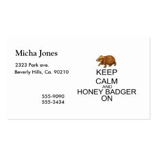 Guarde la calma y el tejón de miel encendido tarjeta de visita